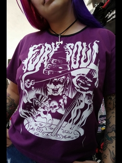 REMERA WITCH PURPURA