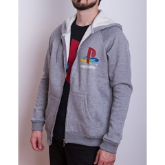 Hoodie PS Retro Gris (PlayStation Studios) en internet