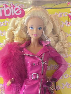 Moschino The Met Barbie doll na internet