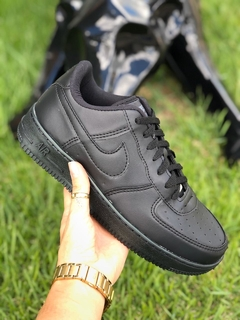 Kit 2 Tênis Nike Air Force 1'07 Preto + Branco - comprar online