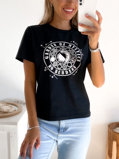 Remera estampada Garden of Misthycs