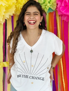 Remera Escote V Be the change