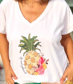 Remera escote V Pineapple you life (Outlet)