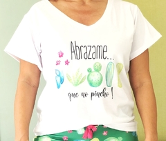 Remera escote V Abrazame que no pincho (Outlet)