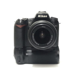 CÂMERA NIKON DSLR D90 + LENTE 18-55MM + BATTERY GRIP seminova - comprar online