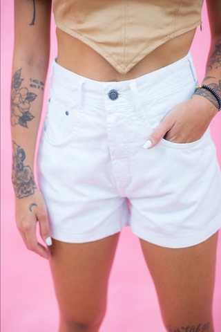 shorts-mom-cintura-alta-branco-carine-look