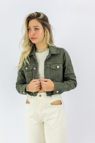 jaquera-cropped-militar-all-is-love-detalhe-frente