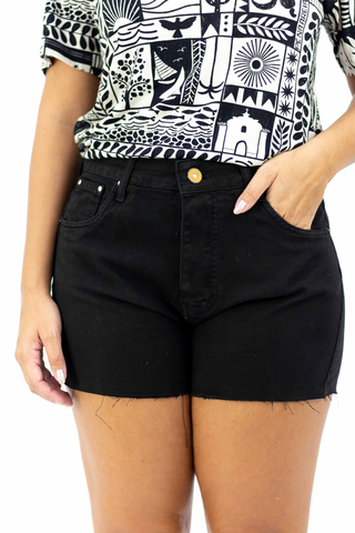 shorts-preto-confort-bradley-all-is-love-detalhe-frente