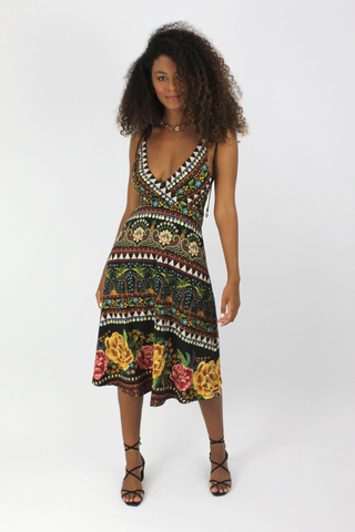 vestido-midi-estampado-farm-com-decote-brilho-tropical-look