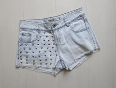Short jeans com spikes