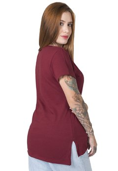 camiseta feminina bordo