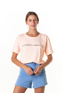 T-shirt Box Estonada Different is Beautiful - Feminina