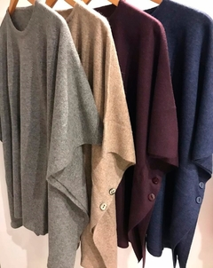 4900-L / Poncho Liso Bremer - Switch Sweaters