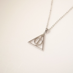 Colar reliquias harry potter na internet