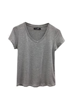 Remera Basic escote v en internet