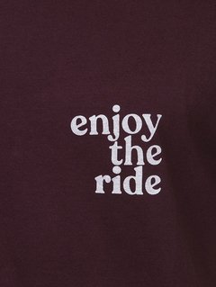 "Detalhe Camiseta Masculina ""Enjoy the Ride"" - ""Up The Mountain"""