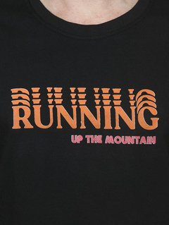 "Detalhe Camiseta Masculina Running - ""Up The Mountain"""