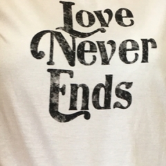 Remera LOVE NEVER ENDS