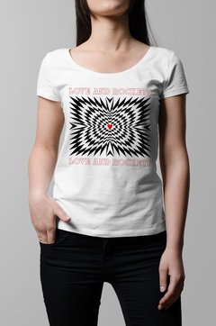 Remera Love and Rockets blanco mujer