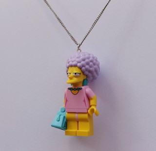 Colar - Patty Bouvier / Simpsons Lego na internet