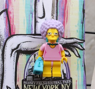 Colar - Patty Bouvier / Simpsons Lego - loja online