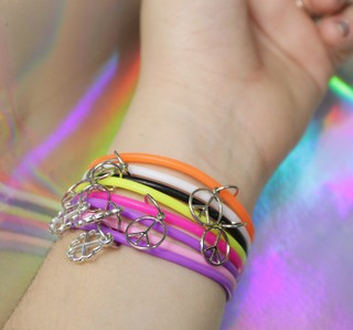Pulseira Jelly 90s na internet