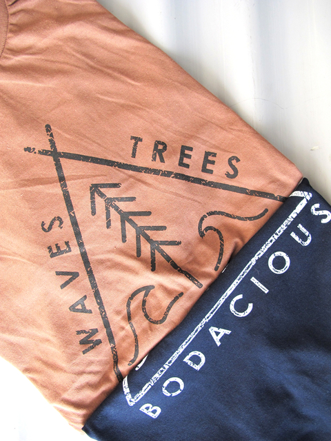 REMERA WAVES & TREES NIÑO - comprar online