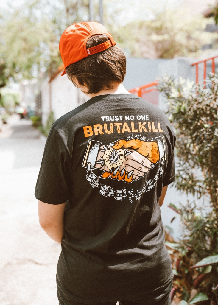 Camiseta Tradicional - Fake Friends - Brutal Kill