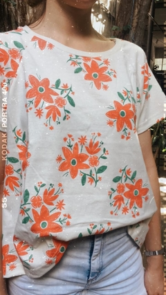 REMERA FLORES MUJER