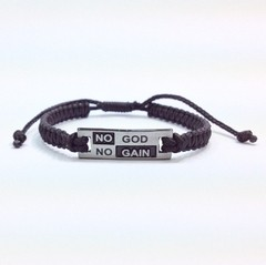 Pulseira macrame No God No Gain na internet