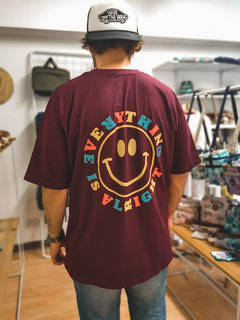Camiseta Oversized Smile Vinotinto en internet
