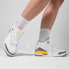 "Wmn's Air Jordan Retro 3 ""Laser Orange"" - tienda online"