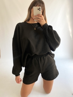 SHORT MALAIKA OVERSIZED en internet