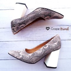 Stilettos PARIS -- Cuero Croco - Taco Charol Blanco - Grape Brand
