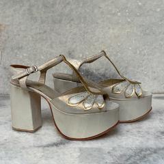 ¿Y si nos animamos a este color de Zapatos? 💜 18