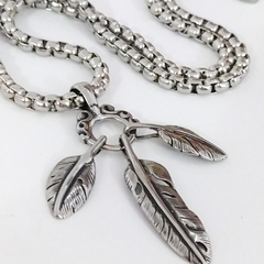 Collar Triple PLuma India. Acero