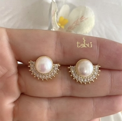 ARETES PEARL MEDIA LUNA CZ GOLD