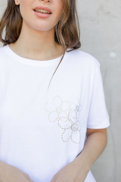 Remera Golden Bloom - comprar online