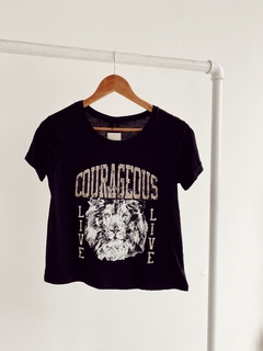 REMERA COURAGEOUS (D1902)
