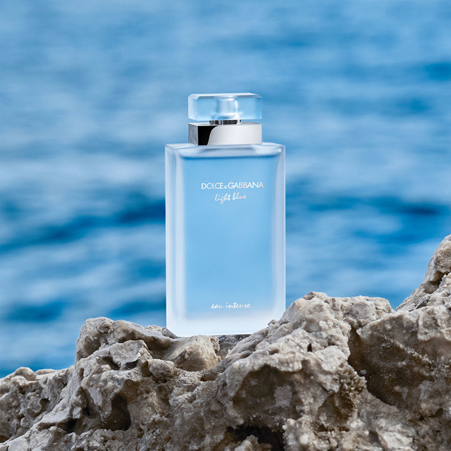 LIGHT BLUE EAU INTENSE en internet