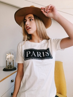 Remera PARIS RECUADRO en internet