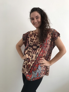 Camiseta Kaftan Cetim Tapete Bege on internet