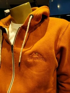 CAMPERA CANGURO CURRY - comprar online