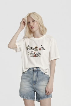 t-shirt cropped love is free - comprar online