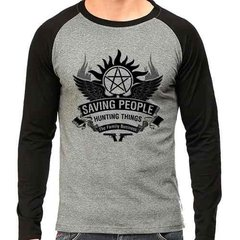 Camiseta Supernatural Spn Hunting Things V01 Raglan Mescla