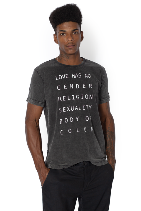 CAMISETA NO GENDER LETTER