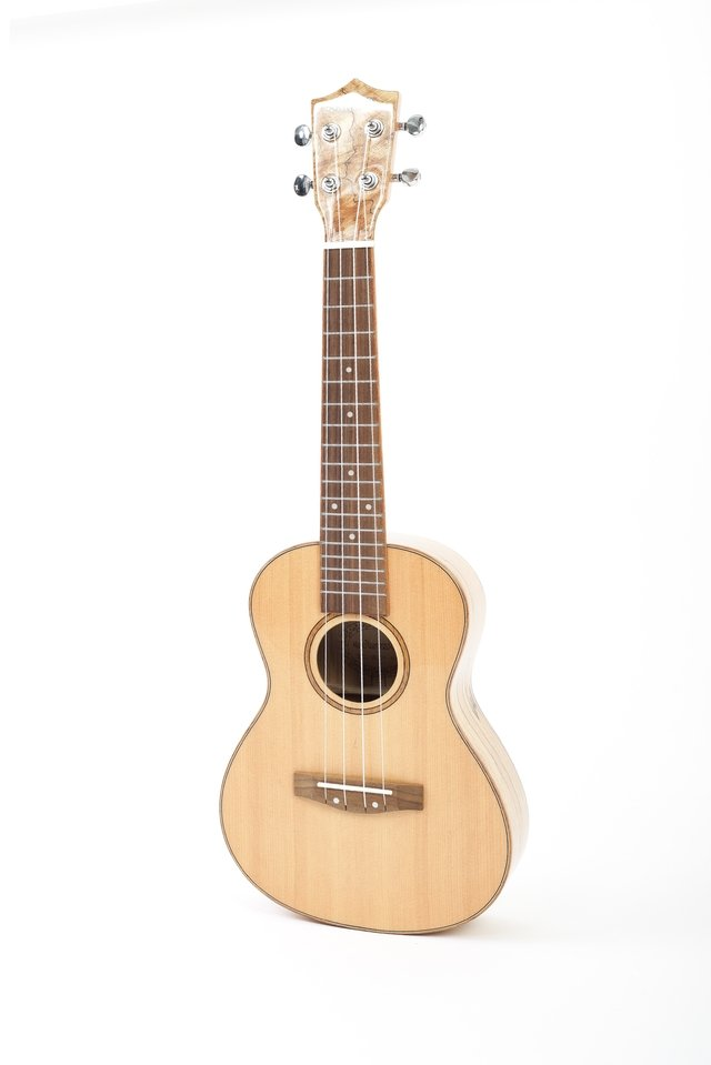 Solid Spruce wood Ukulele Concert w/eq Fishman (BU-23 MP) on internet