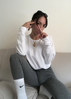 Outfit camiseta oversized cotton + BASIC leggings + Nike Socks