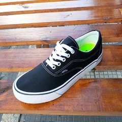 Vans Authentic Preto/Branco - comprar online