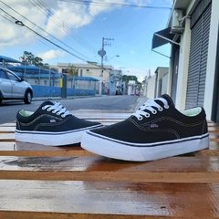 Vans Authentic Preto/Branco na internet